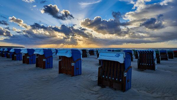 G wie Gegenlicht (Strandkörbe am Strand von Warnemünde)