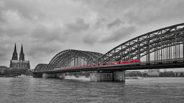 Z wie Zug (über die Hohenzollernbrücke in Köln)