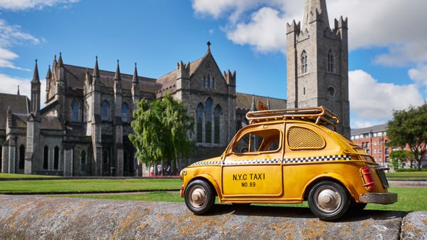 Taxi zur St. Patrick´s Cathedral, Dublin, Irland