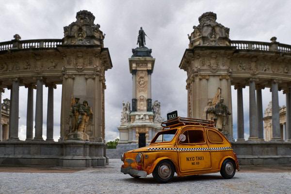 "Taxi zum Denkmal ""Alfonso XII"", Madrid, Spanien"