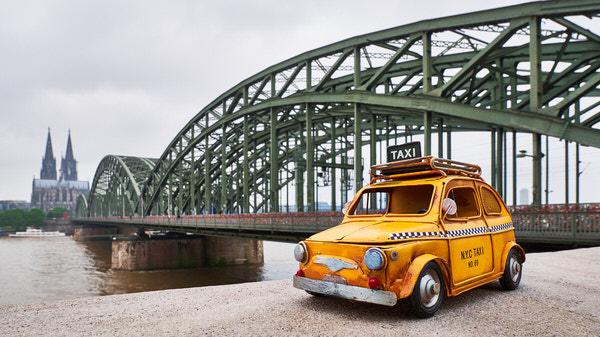 Taxi zur Hohenzollernbrücke, Köln, Deutschland