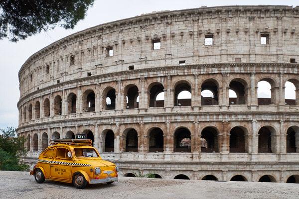 Taxi zum Kolosseum, Rom, Italien
